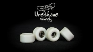 Grand Fingers Urethane bearing wheels - white